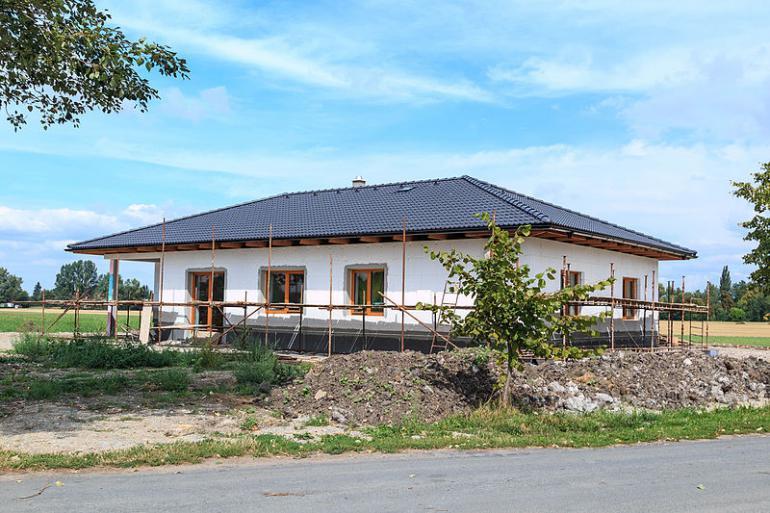 Podle nové směrnice se budou muset stavět prakticky jen tzv. pasivní domy Kdo nepožádá o stavební povolení do konce roku, bude muset víc zateplit