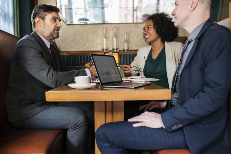 Kudy vede cesta od pozic k potřebám Získejte si klienta, naslouchejte mu