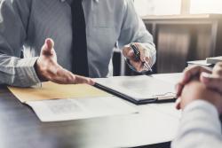 Jak (ne)ušetřit na dani z nabytí nemovitosti: co lze a co je za hranou zákona
