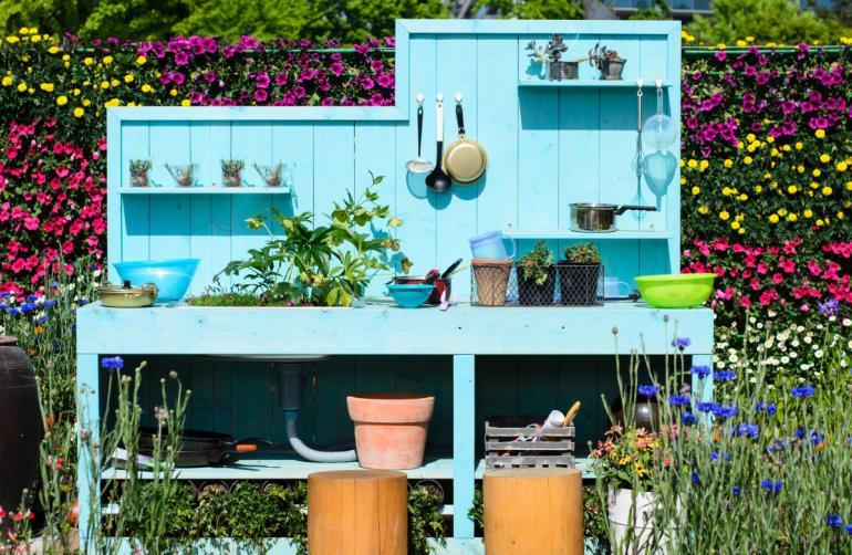 Zahradní kuchyň patří mezi vychytávky, které vzbudí nával emocí. Marketing pro makléře: na homestaging zahrady se zapomíná! Velká chyba!