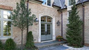 Vchodové dveře do rodinného domu.