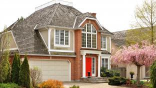 Rodinný dům s garáží, lícové zdivo.