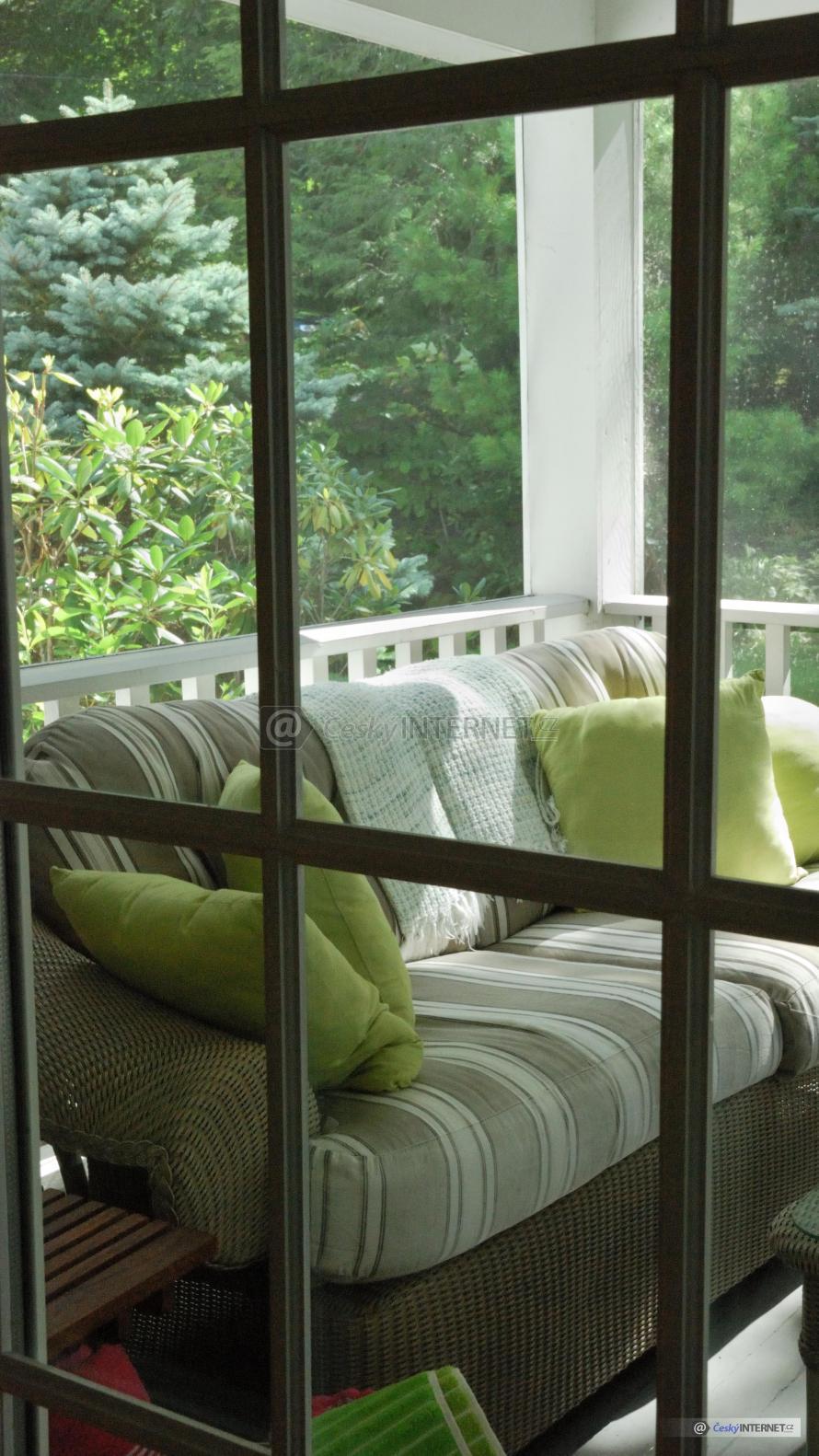 Pohodlné sezení na zastřešené terase.