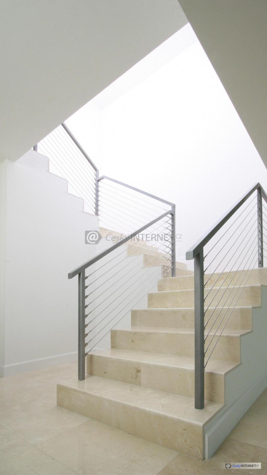 Moderní interierové schodiště.