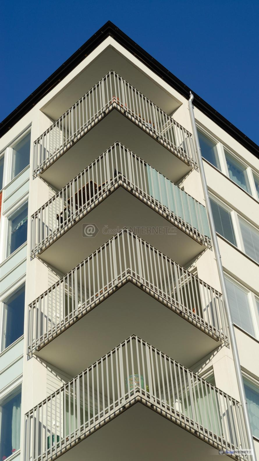 Bytový dům, balkony.