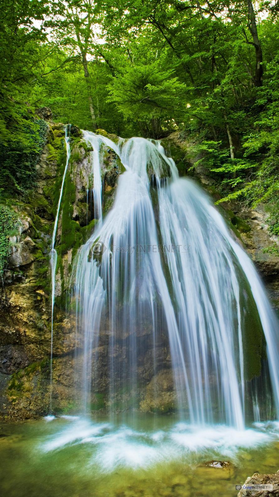 Vodopád v přírodě.