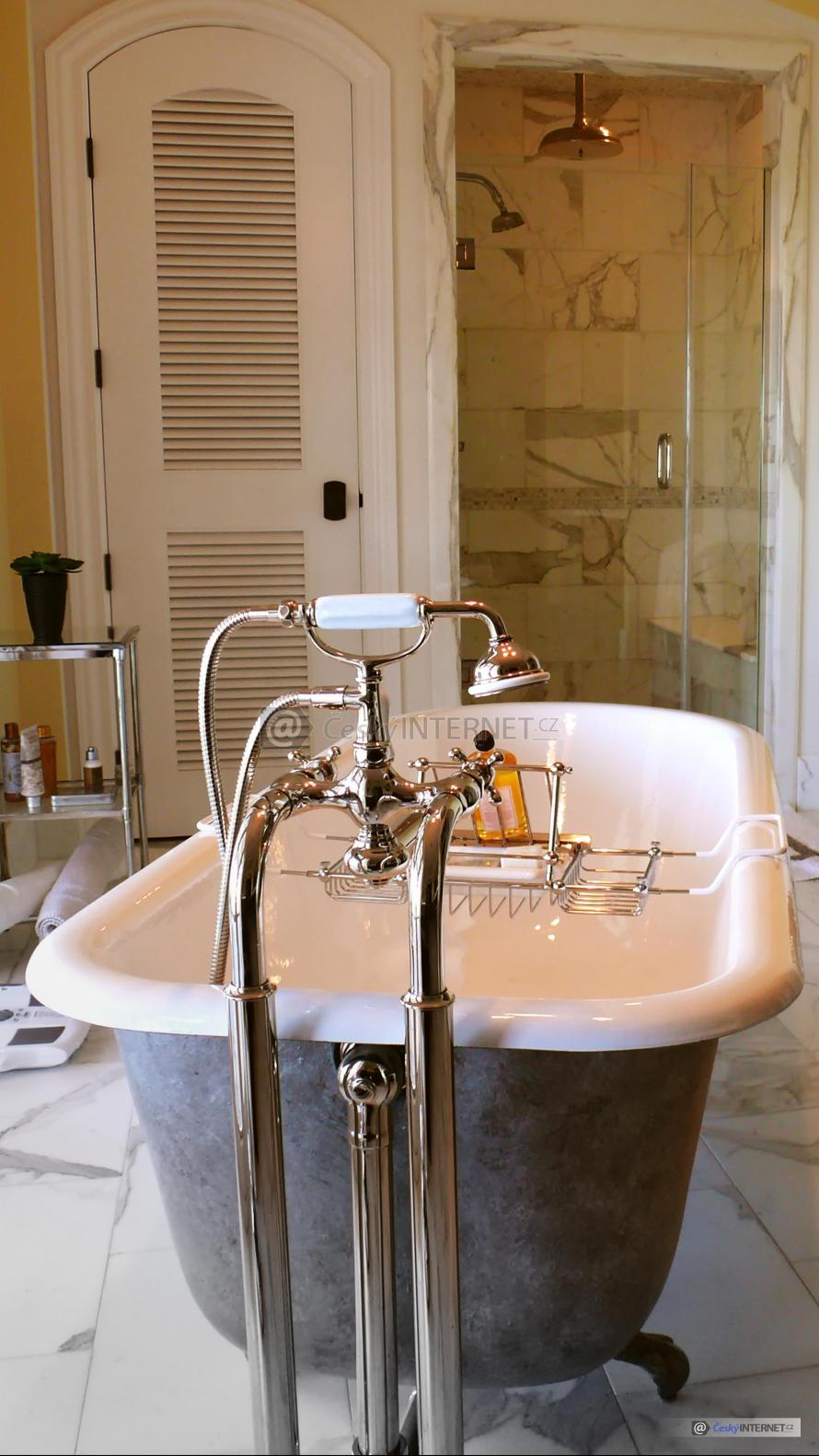Moderní koupelna v retro stylu.