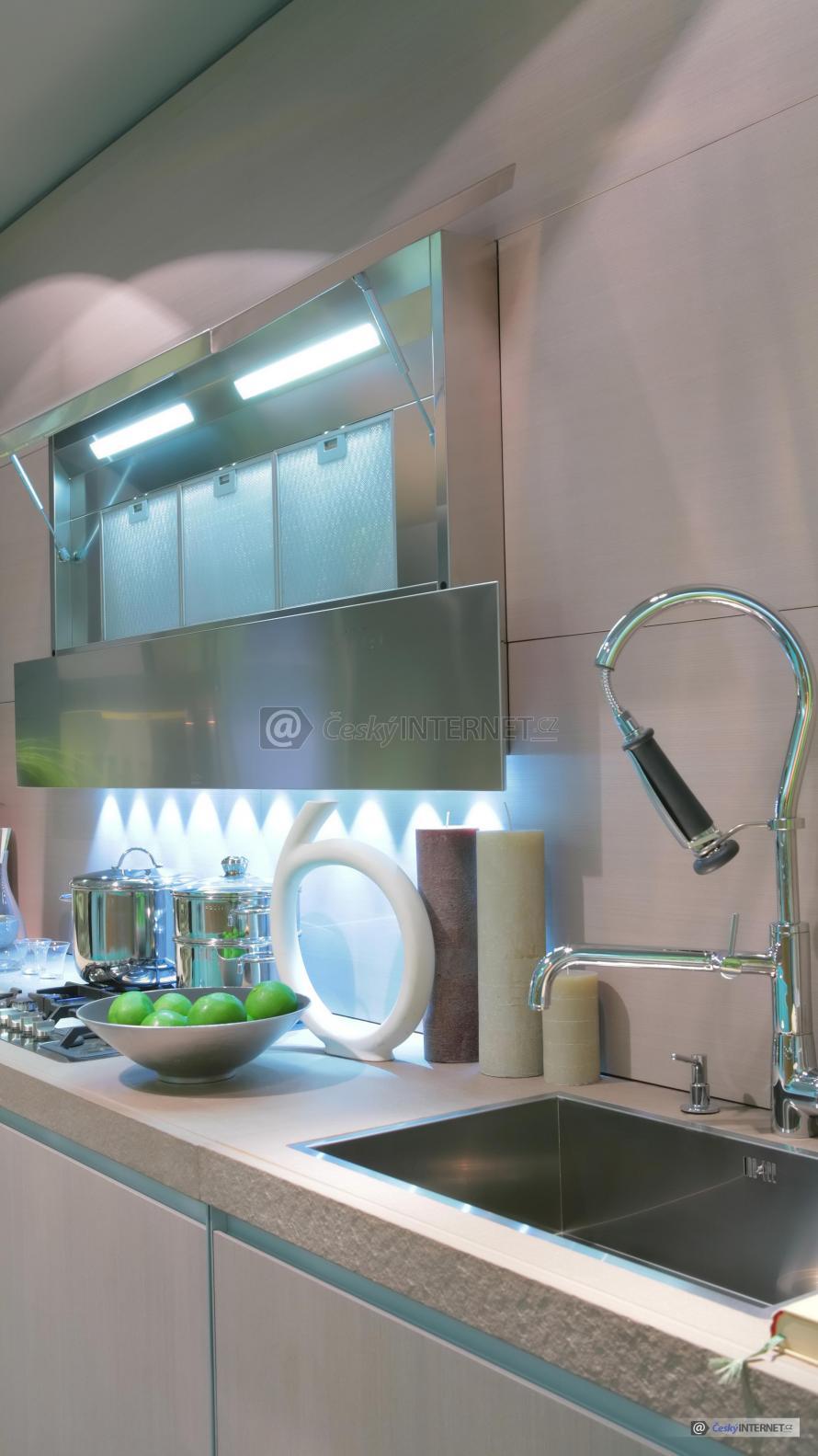 Moderní kuchyňská linka - detail.
