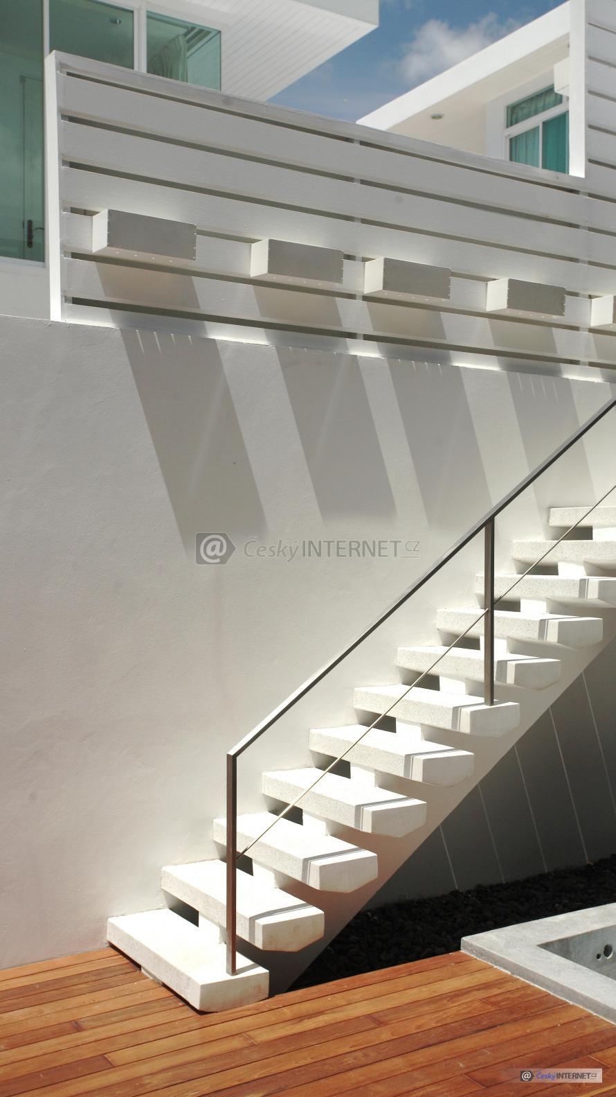 Venkovní schodiště.