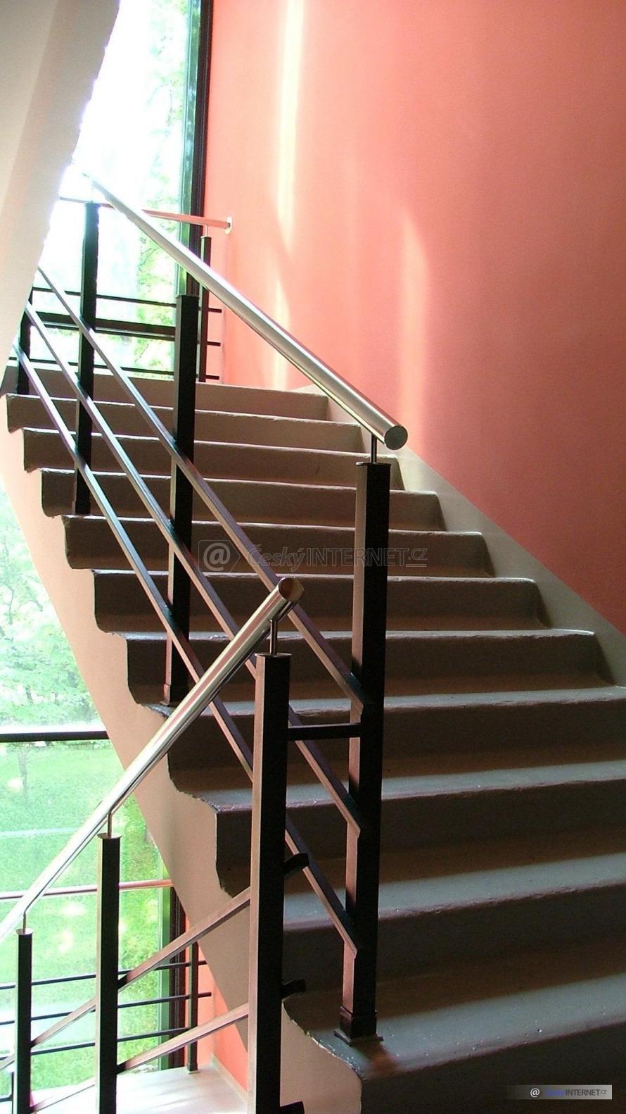 Detail schodiště v budově.
