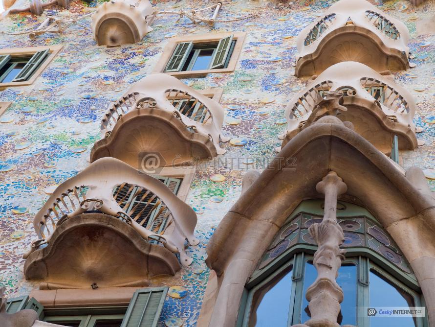 Architektonicky ojedinělá stavba navržená Gaudhím.