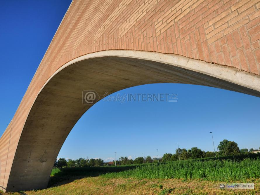Moderní most.