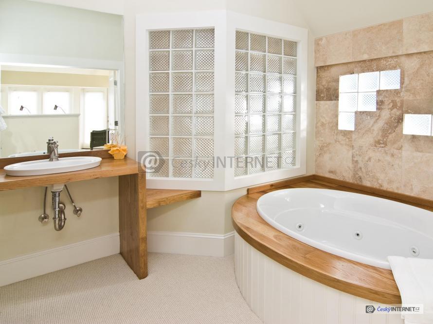 Moderní koupelna s lexfery.
