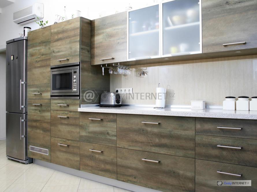 Moderní kuchyňská stěna.