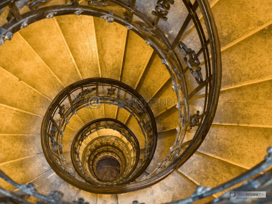 Spirálovité schodiště.