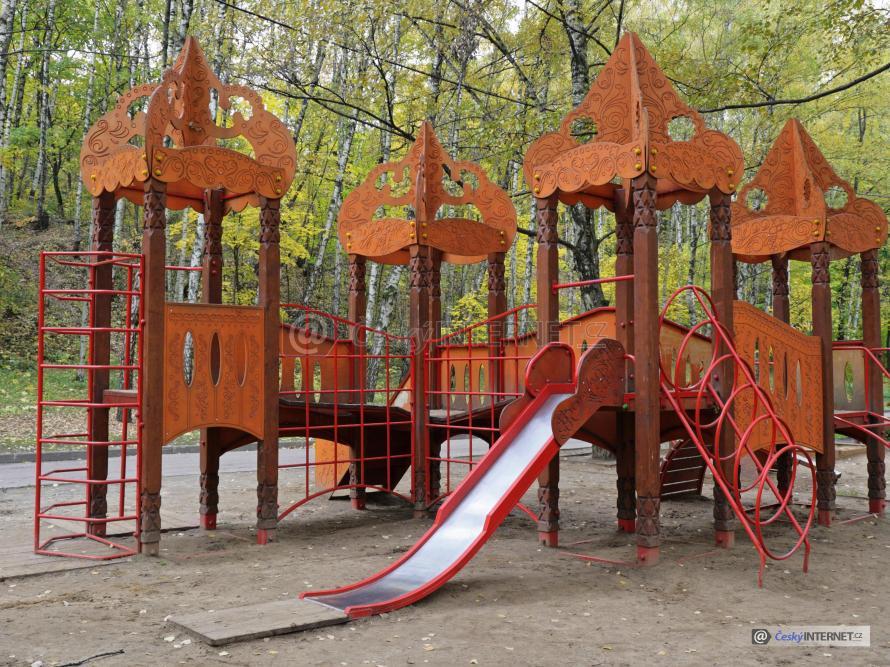 Dětské hřiště v parku.
