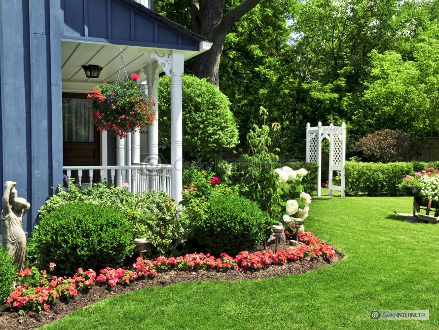 Dům s okrasnou zahradou.