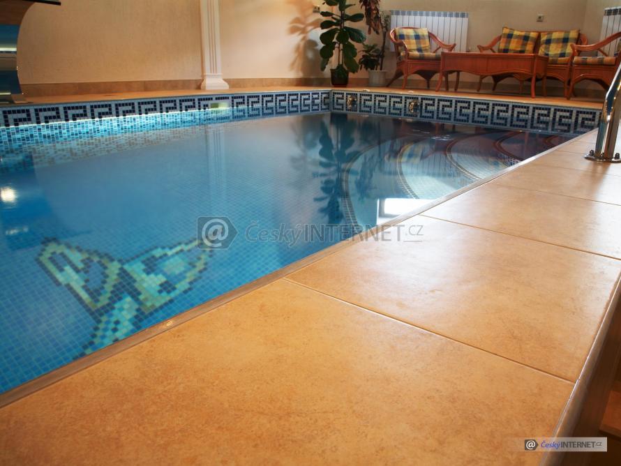 Detail interierového bazénu.