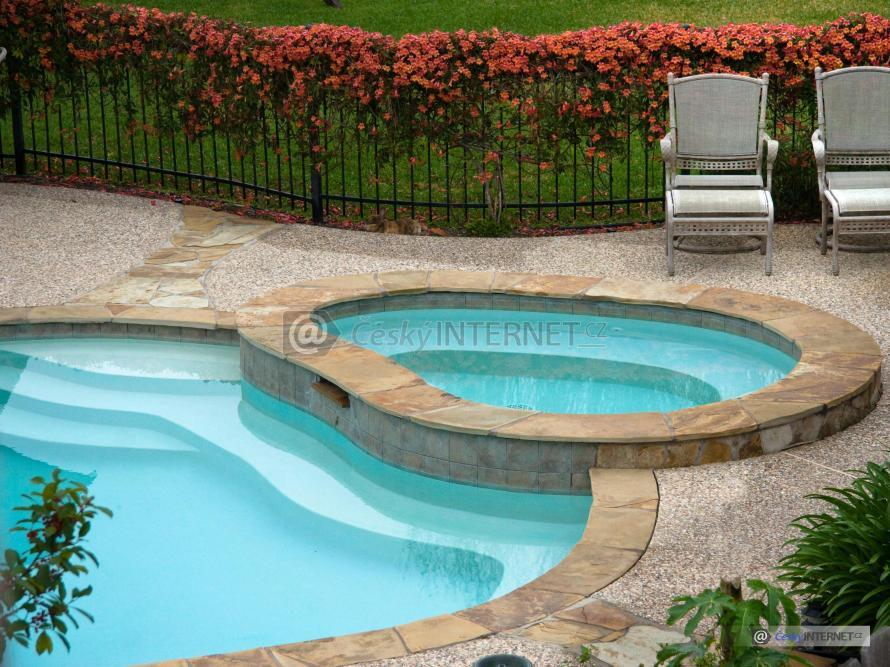 Bazén s vířivkou.