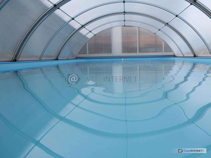 Zastřešený bazén.