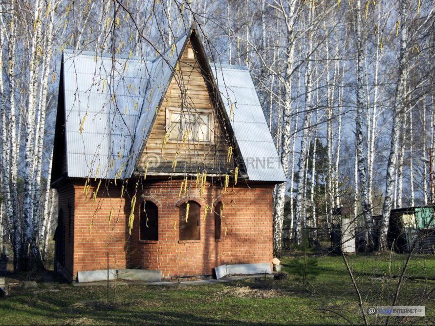 Chata v přírodě.