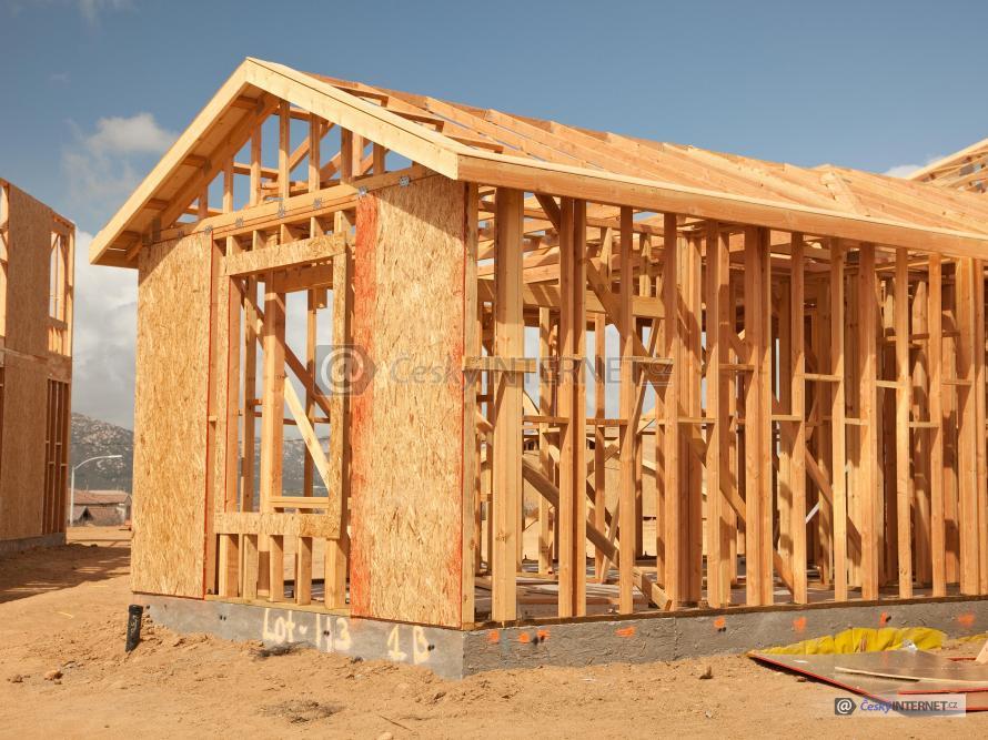 Výstavba dřevostavby.