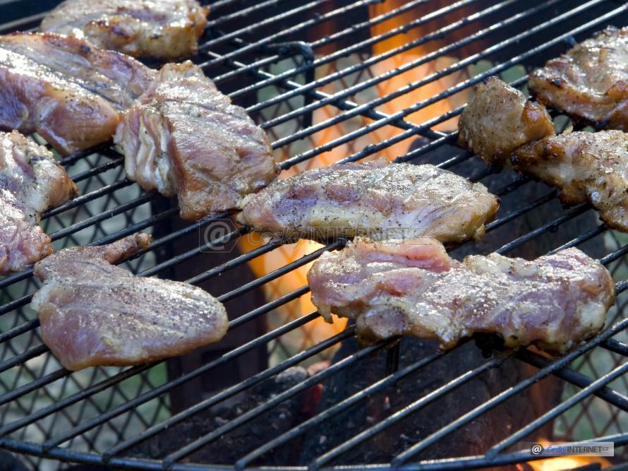 Maso na grilu, detail.