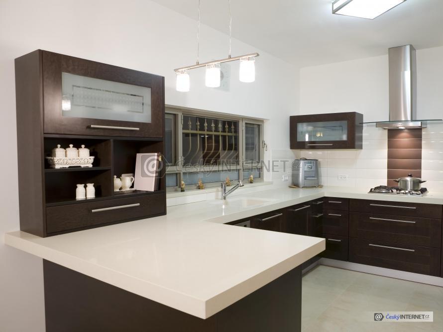 Moderní kuchyně, elegantní strohý styl.