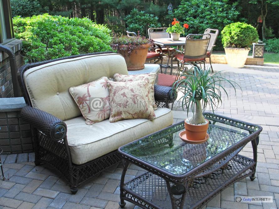 Terasa, zahradní nábytek.