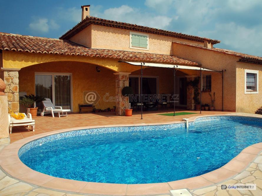 Exotický rodiiný dům s bazénem.