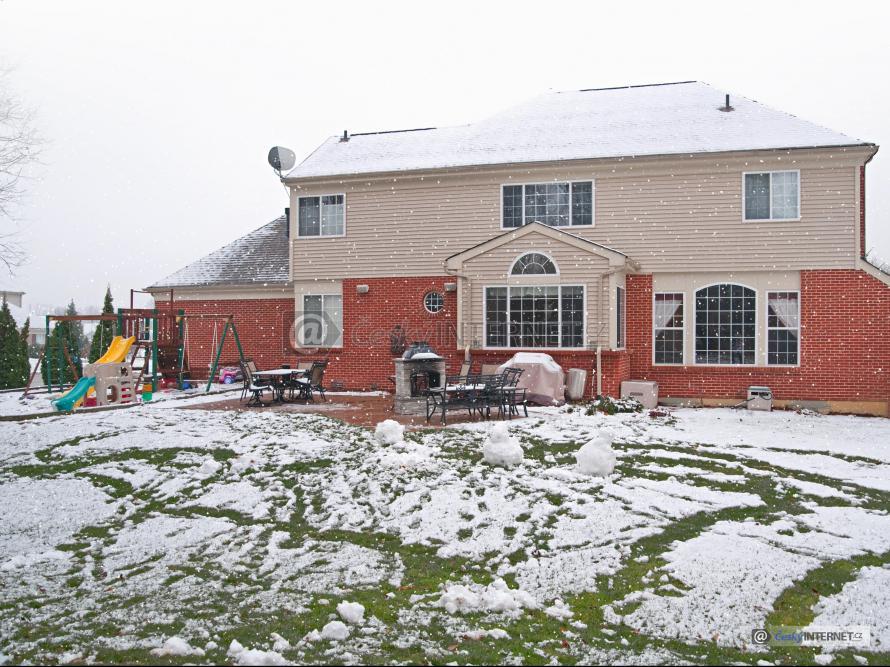 Rodinný dům v zimě.