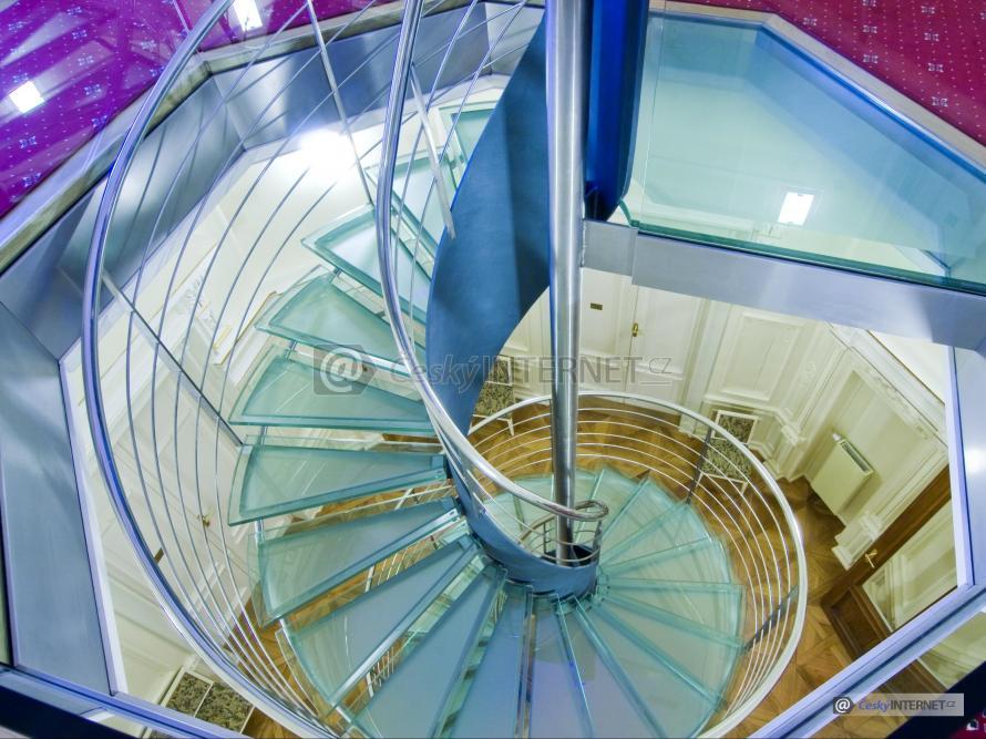 Moderní interierové schodiště - detail.