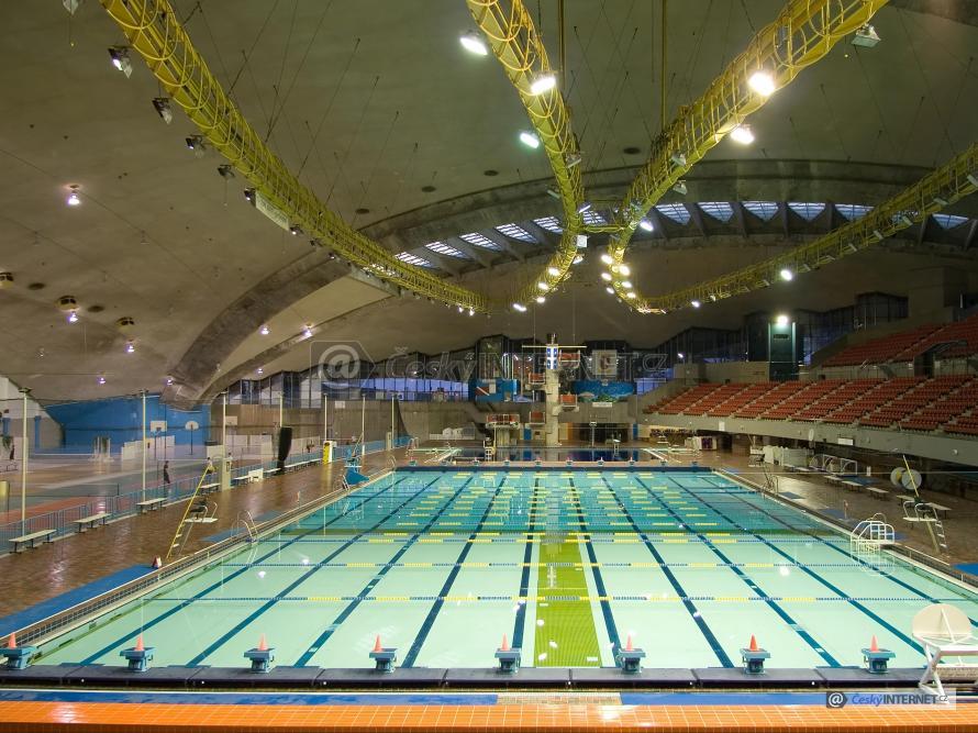 Vnitřní prostor plaveckého stadionu.