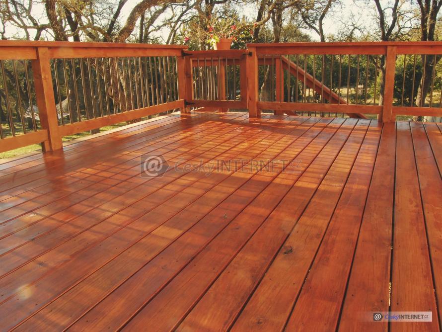 Detail dřevěné terasy.