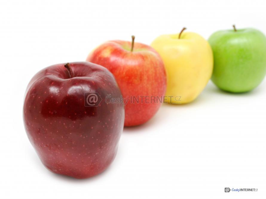 Jablka v řadě.