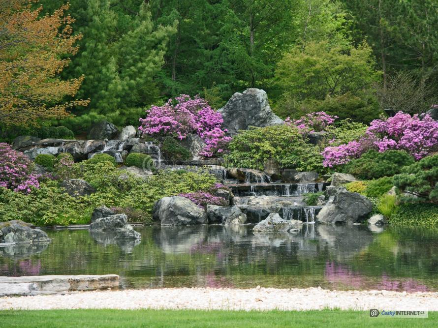 Vodopády v okrasné zahradě.
